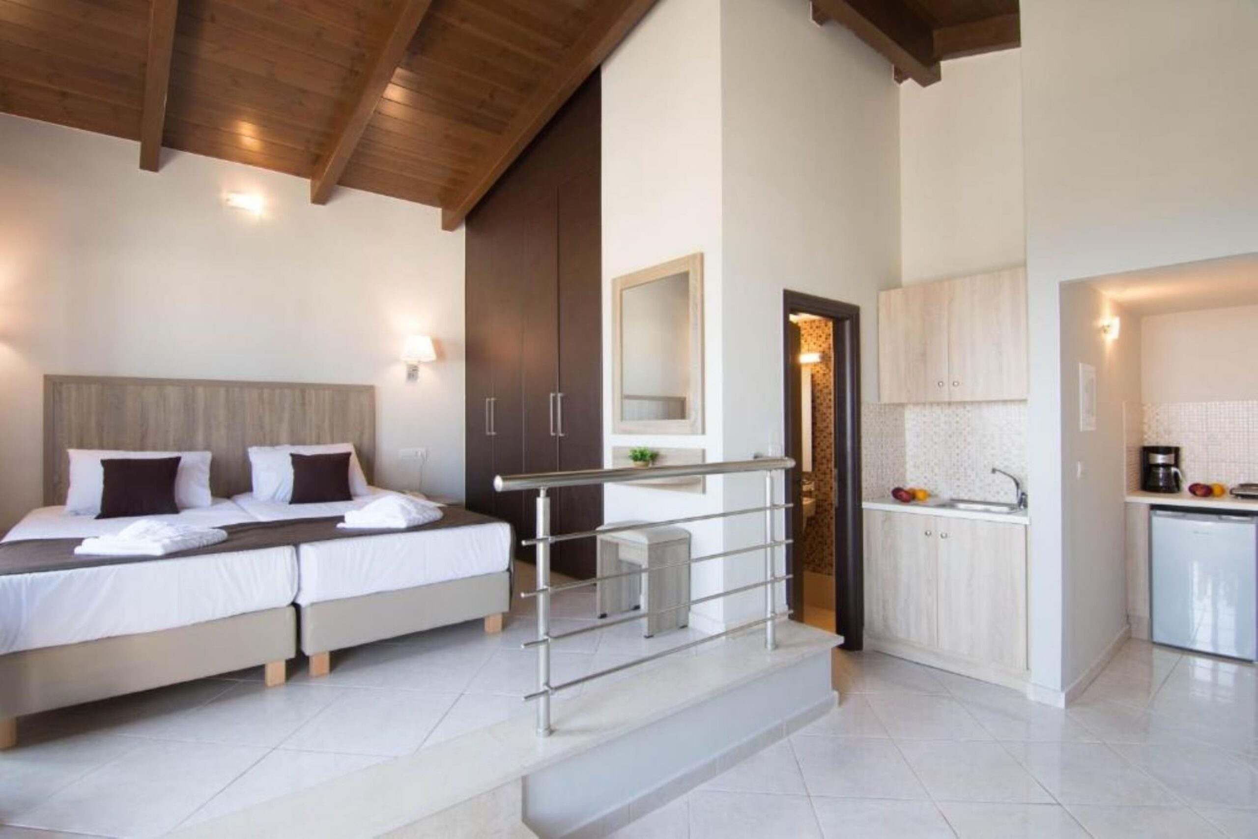 One-Bedroom Apartment Pool Or Inland View
